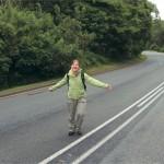 Marianne houdt vol enthousiasme het razende Zuid-Afrikaanse verkeer tegen.