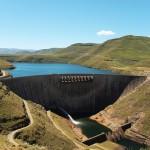Bij de Katse Dam verzamelt Lesotho drinkwater dat ze dan verkopen aan Zuid-Afrika. Daar krijgen ze 2.4 miljoen euro per maand voor.