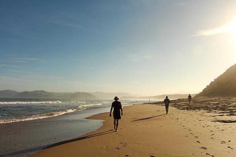 Je wandelt grote stukken over het zachte strand. Leuk, want dan moet je niet stijgen en dalen. Er is ook altijd tijd voor een pauze of een duik in het water.