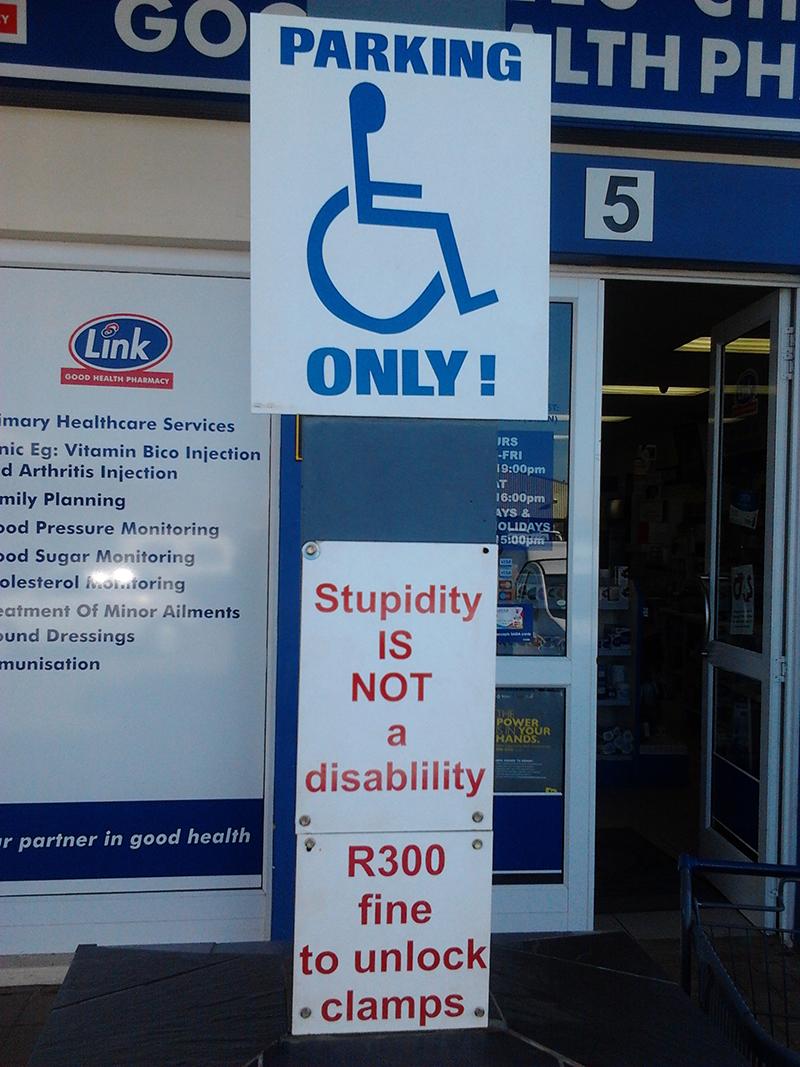 Onbeschoft zijn is geen handicap. Stupidity is not a disability. Dat is zoveel leuker dan het Belgische 'Als u mijn plaats neemt, neem dan ook mijn handicap'. En ik durf wedden dat het nog een stuk efficiënter is ook.